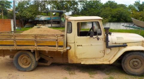 Homem é multado em R$ 5 mil por degradar matas ciliares de rio ao extrair areia ilegalmente