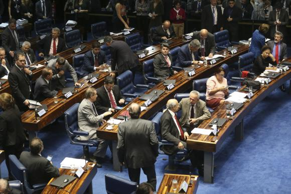 Após votar destaques, Senado aprova texto final da PEC do Teto sem alterações