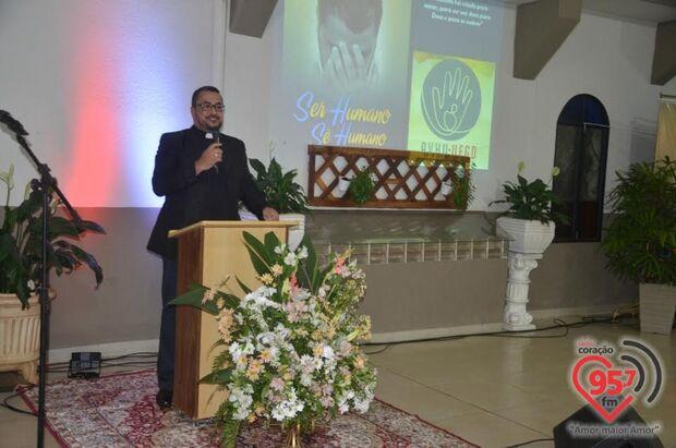 Livro lançado na Diocese de Dourados reverte renda à Associação de Voluntários