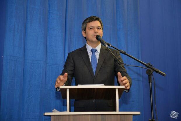 Ao ser empossado, Aluizio fala dos desafios para continuar promovendo o desenvolvimento