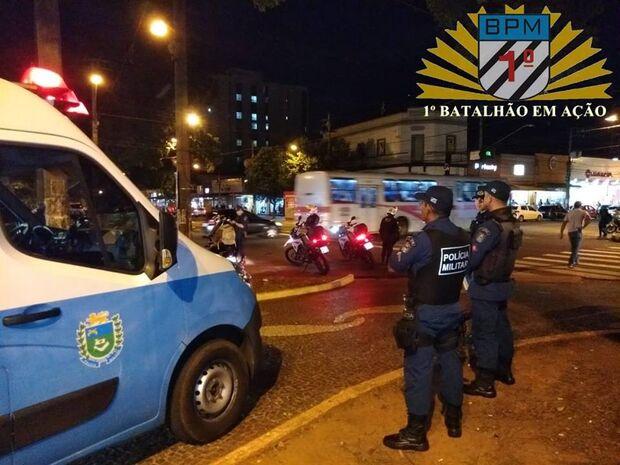 Polícia aborda mais de 70 pessoas e prende três durante madrugada na Capital