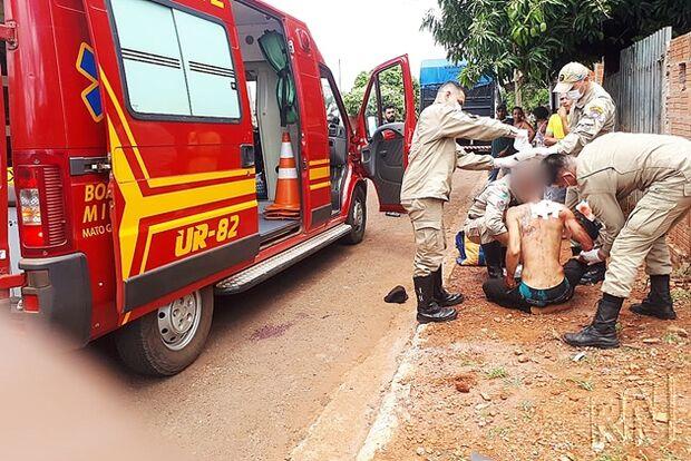 Homem leva facada nas costas e é encaminhado para Hospital