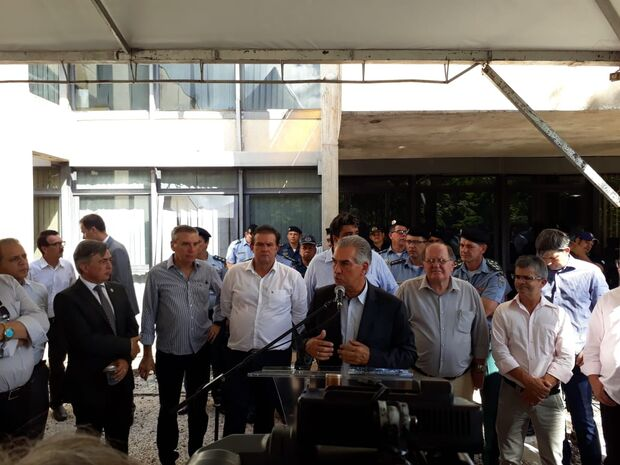 Com foco na segurança, governo entrega sete novas viaturas, caminhão guincho e kit robô antibomba