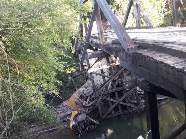 Repórter Top: ponte desaba e turistas ficam sem saída em balneários de Bodoquena