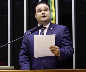 Fábio Trad renuncia a auxílio mudança de 33 mil reais