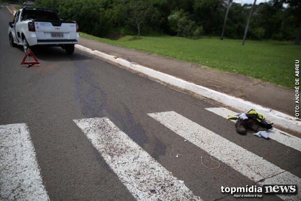 Motociclista é gravemente ferido em colisão após avançar semáforo desligado na Via Parque