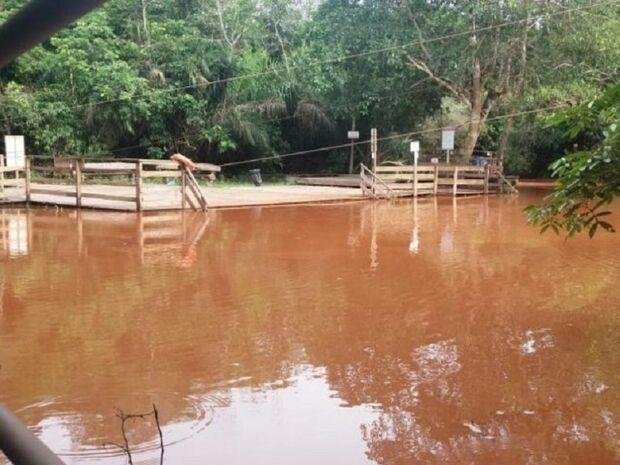 Juíza bloqueia R$ 400 mil de 2 fazendeiros que tornaram 'rio de barro' em Bonito