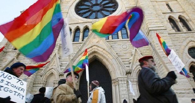 Projeto de lei quer obrigar igrejas a contratarem funcionários LGBTs