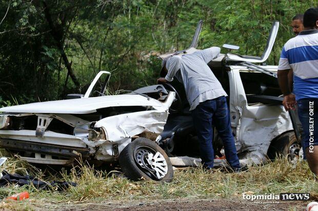Acidente entre três veículos deixa idoso gravemente ferido e bloqueia BR-060