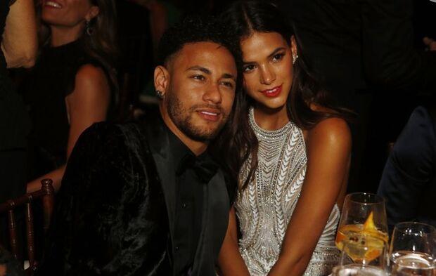 "Bruna Marquezine desabafa sobre namoro com Neymar: ""namoro midiático só atrapalha"""