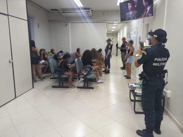 Quarenta e dois adolescentes são detidos em baile funk
