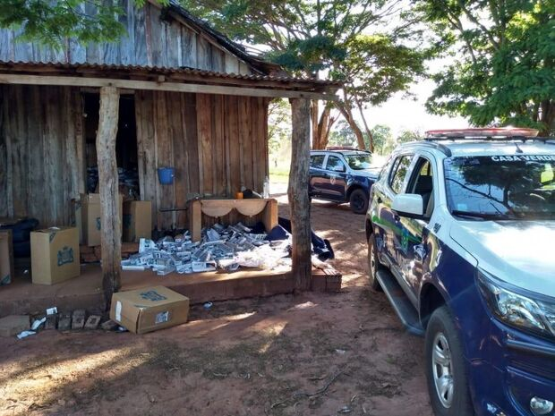 Polícia fecha depósito de cigarros contrabandeados após denúncia anônima