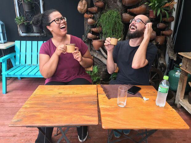 Papo entre amigos vira podcast com humor, dicas e reflexões que permeiam a tal crise dos 30