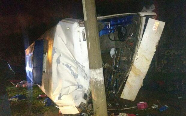 Vítima de acidente com ônibus na BR-153 morreu abraçada a bebê, diz bombeiro