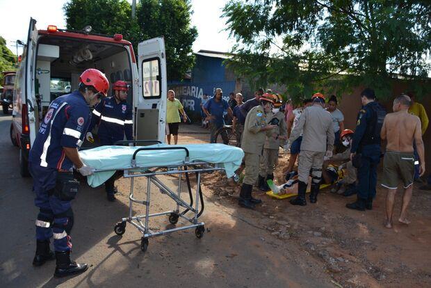 Acidente entre caminhonete e moto deixa dois homens feridos em cidade do MS