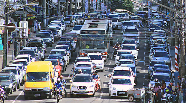 Proprietários de veículos com IPVA em atraso podem parcelar dívida em até dez vezes