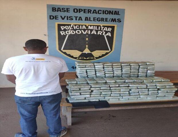 Sacos de ração escondiam 151 kg de cocaína em fundo falso de caminhão