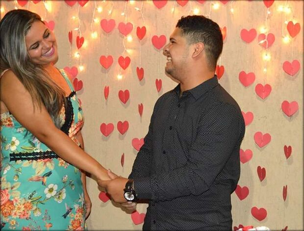 Após quatro anos de namoro, casal vende açaí para realizar o sonho de se casar na Capital