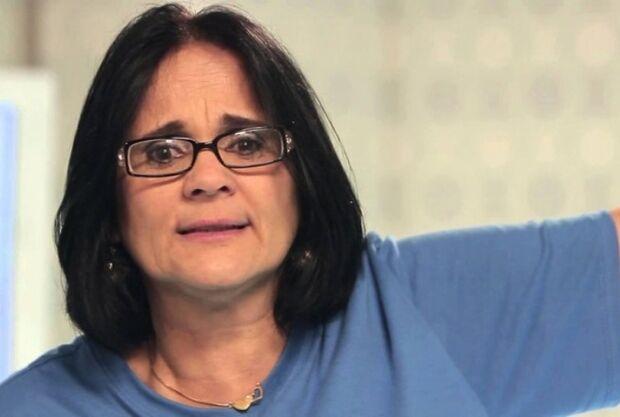 'Foge do Brasil', aconselha Damares a pais de meninas