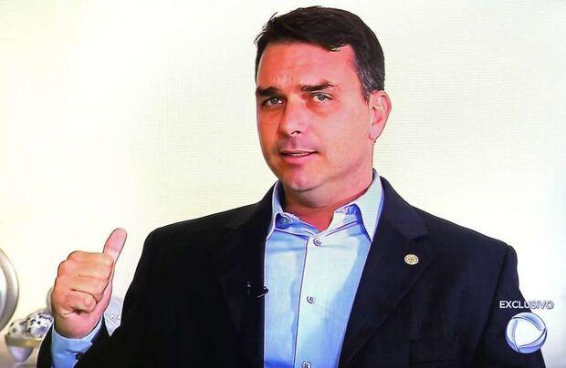 Receita Federal mira miliciano ligado a Flávio Bolsonaro