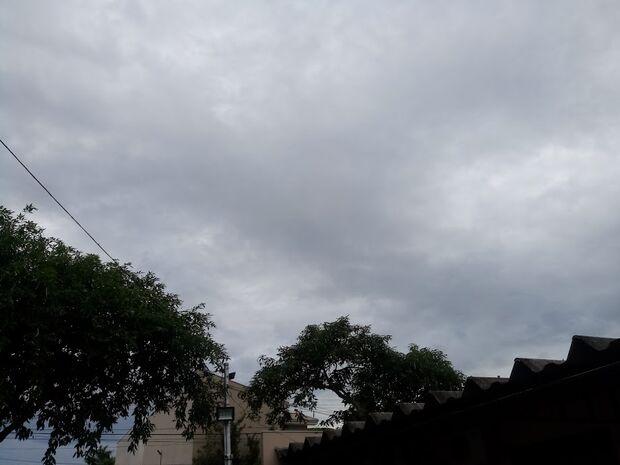 Boa semana! Semana começa com céu claro e previsão de muita chuva na Capital