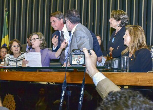 Fux suspende ações penais contra Bolsonaro que tramitavam no STF