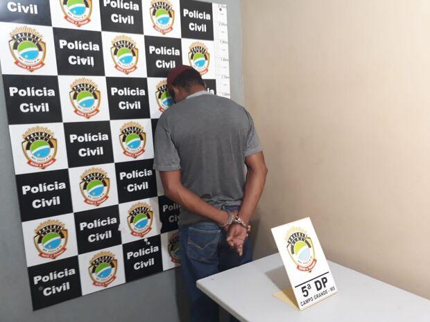 Eletricista é preso por degolar homem que também namorava sua mulher