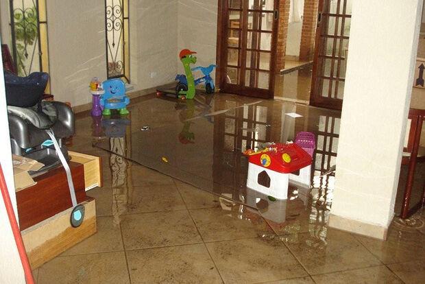Prefeitura deve pagar R$ 10 mil a morador que teve casa danificada por enxurrada