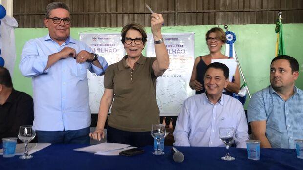 Na Lata: copiando Bolsonaro, ministra faz demagogia com caneta BIC em MS
