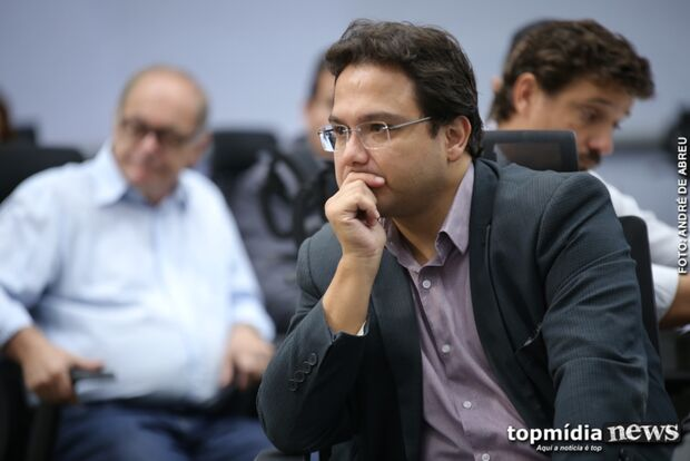 SINAL AMARELO: prefeitura proíbe reajustes e convocação de aprovados em concursos