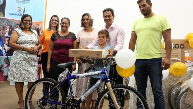 Prefeitura entrega prêmios a alunos e professores que participaram de projetos da Reme