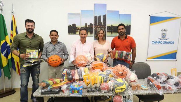 Semed recebe materiais para o projeto Comunidade Esportiva na Escola