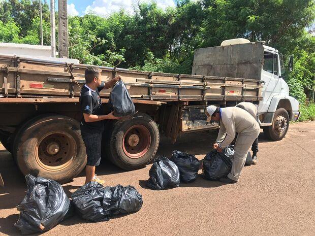A união faz a força: moradores realizam mutirão de limpeza em bairro da Capital