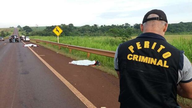 Casal morre após ser arrastado por 40 metros em acidente na BR-463