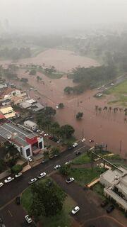 CAMPO GRANDE ALAGADA: meia hora de chuva faz cidade 'afundar em água'