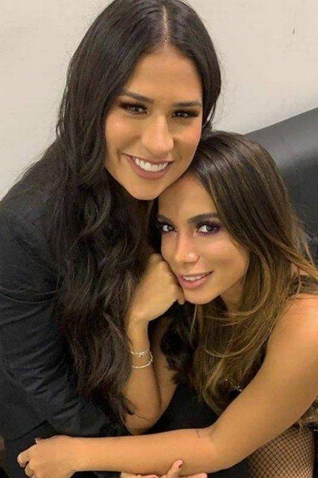 Anitta e Simone posam juntas após afastamento por rumores de briga