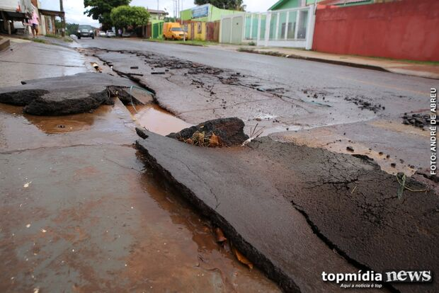 Chuva arranca asfalto no Buriti e motoristas ficam em alerta