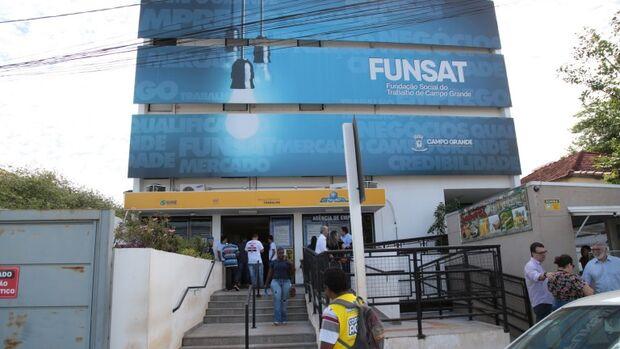 Funsat tem vagas para promotor de vendas, representante comercial, costureira e azulejista