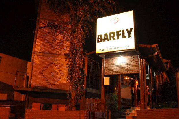 Gerente de famoso bar de rock é autuado por vender bebidas a menores e som alto em Campo Grande