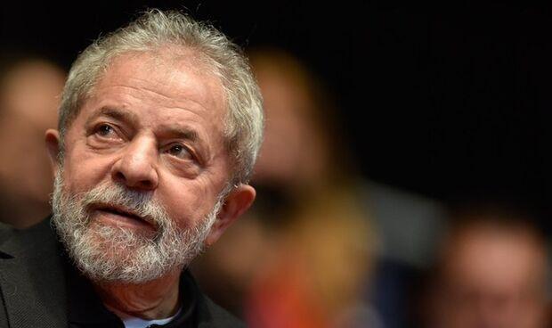 Lula é condenado por corrupção e lavagem de dinheiro em ação sobre sítio de Atibaia