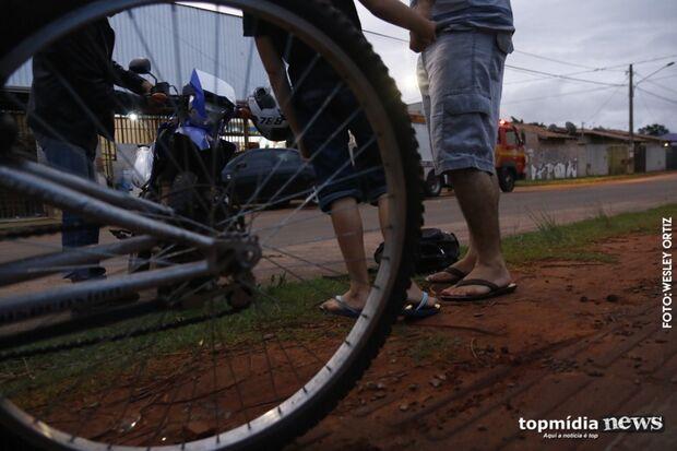 Criança de nove anos em bicicleta é atropelada por motociclista no Noroeste
