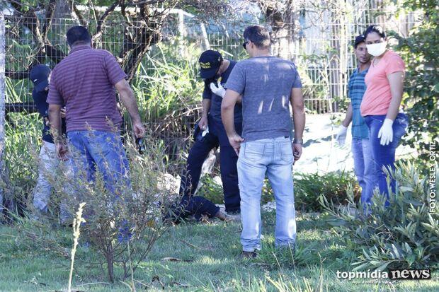 Cadáver 'sem cheiro' é achado ao lado de fábrica no Indubrasil; vítima pode ser idosa