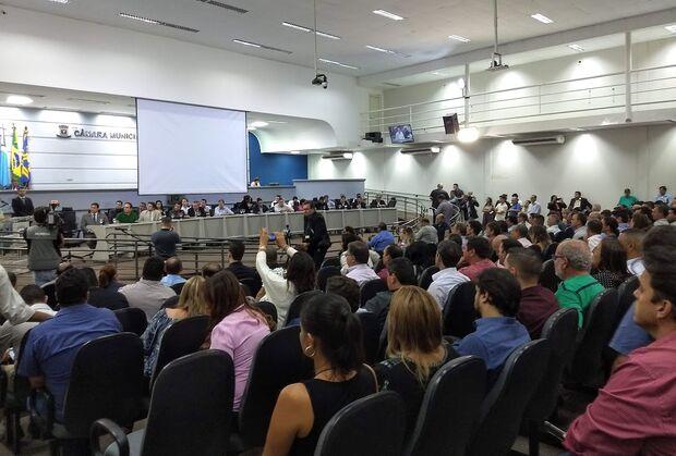 Mais de 200 vereadores lotam Câmara da Capital contra aumentos na conta de energia
