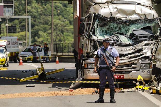 Motorista de caminhão diz que não viu helicóptero de Boechat no momento do acidente