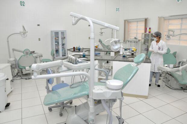 Paciente relata 'saga' para marcar atendimento odontológico simples na Capital
