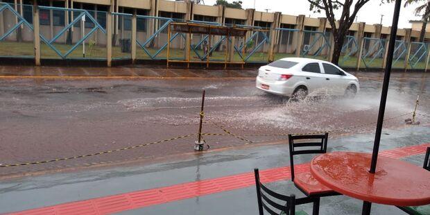 Previsão acertou: chuva atinge região central e ameniza calorão de sexta-feira