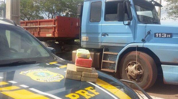 'Cagão': abordado pela PRF fica nervoso e 'entrega' 6,8 kg de cocaína na BR-262