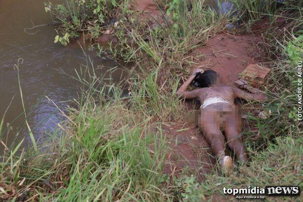 Corpo de mulher é encontrado em estado de decomposição em riacho da Capital