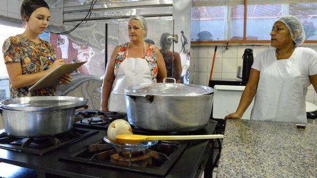 Prefeitura realiza processo seletivo para contratar merendeiros