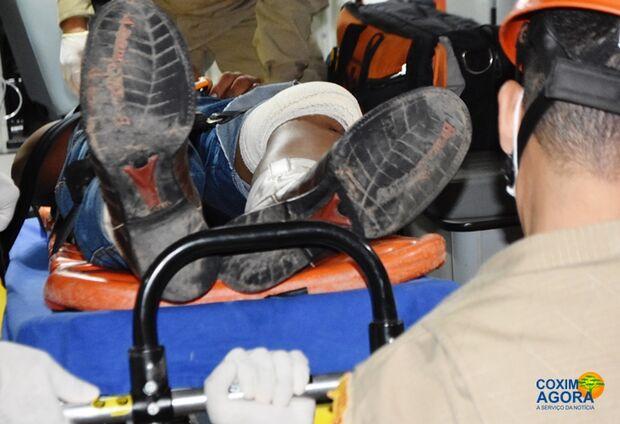 Motociclista que bateu em carreta na BR-359 está na UTI da Santa Casa